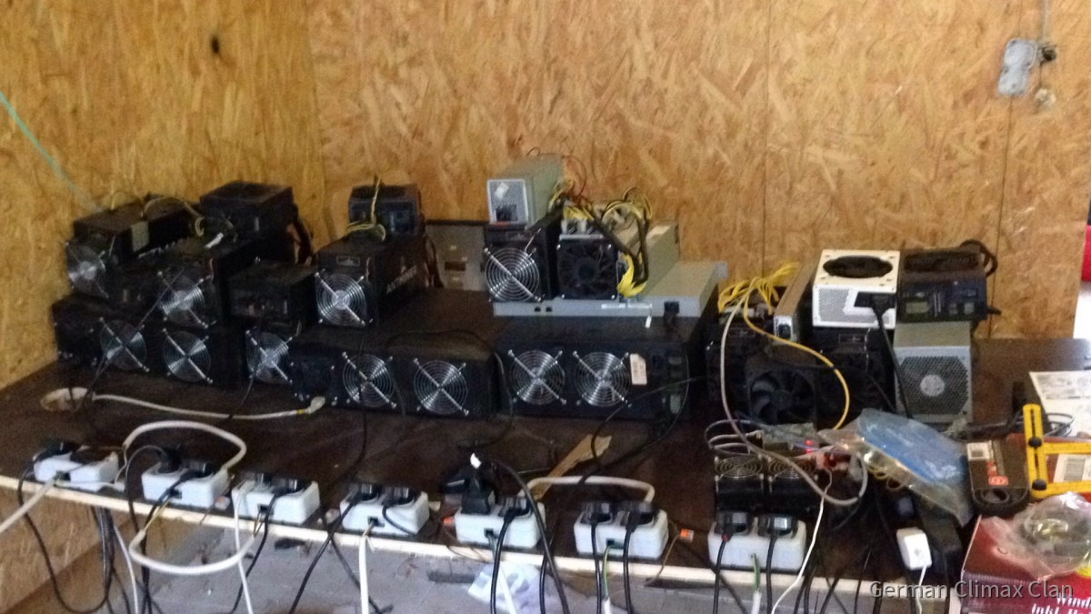 Das Bitcoin (BTC) Mining Center wird immer Größer und muss in die Garage Umziehen....